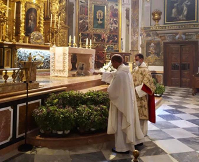 Albahacas bendecidas en San Nicolas, Valencia